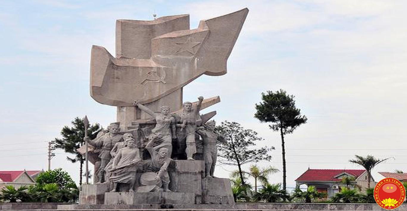 Tượng đài Xô Viết – Nghệ Tĩnh tại ngã ba thị trấn Nghèn (huyện Can Lộc, tỉnh Hà Tĩnh). Ảnh tư liệu (Baohatinh.vn)