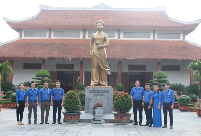 Tuổi trẻ Nghệ An dâng hương tưởng niệm nhà cách mạng Nguyễn Thị Minh Khai