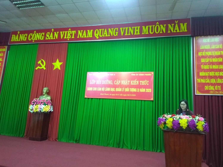 TS Nguyễn Thị Tuyết Mai - Phó Giám đốc Học viện Chính trị khu vực II phát biểu tại buổi bế giảng