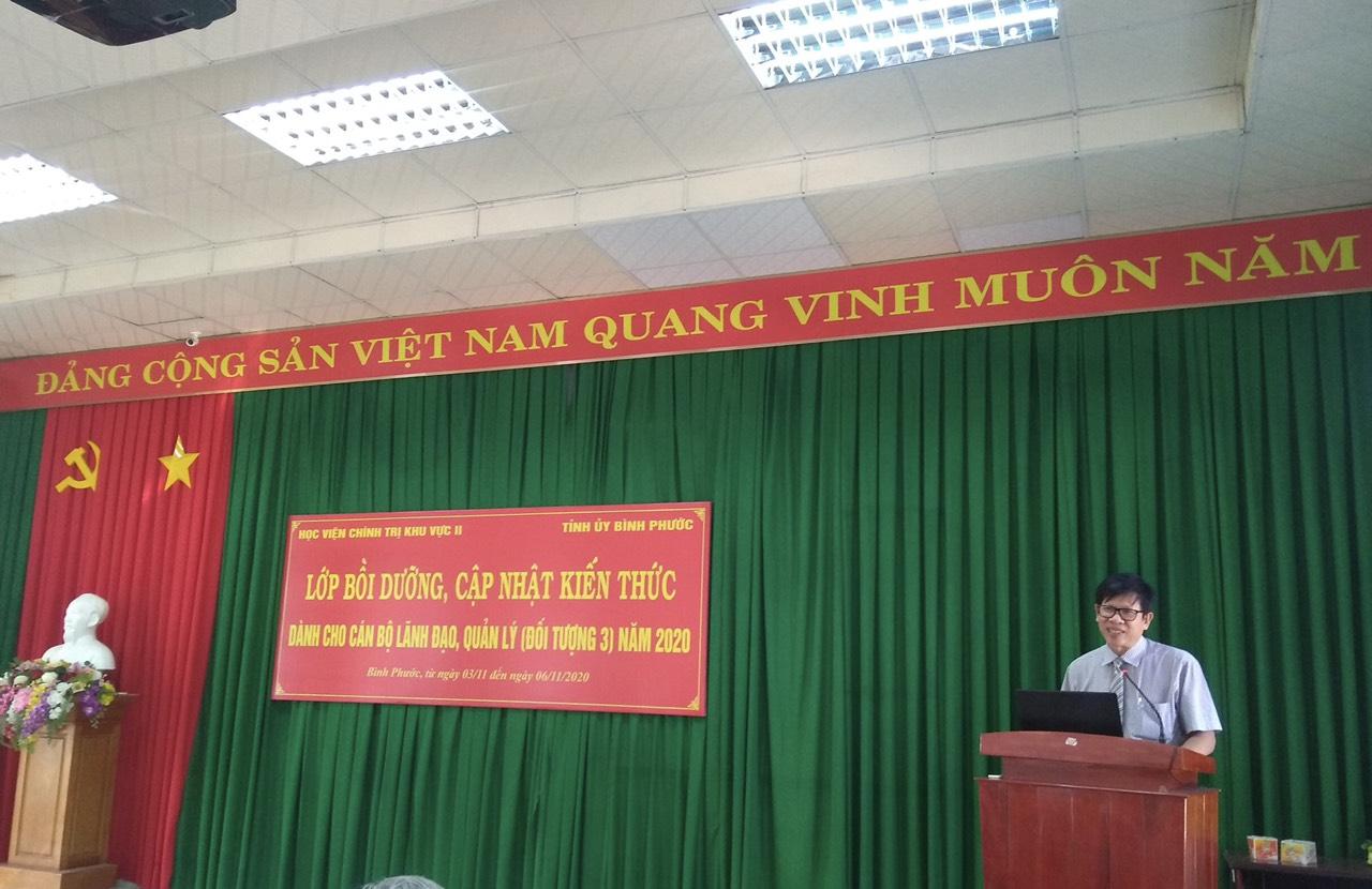 TS. Phan Công Khanh- Phó Giám đốc Học viện Chính trị khu vực II phát biểu khai giảng