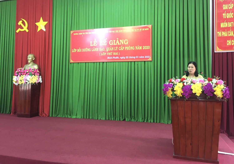 ThS. Nguyễn Thị Minh Thúy – Phó Trưởng phòng QLĐTBD, Phân viện  Học viện Hành chính Quốc gia tại thành phố  Hồ Chí Minh phát biểu bế giảng