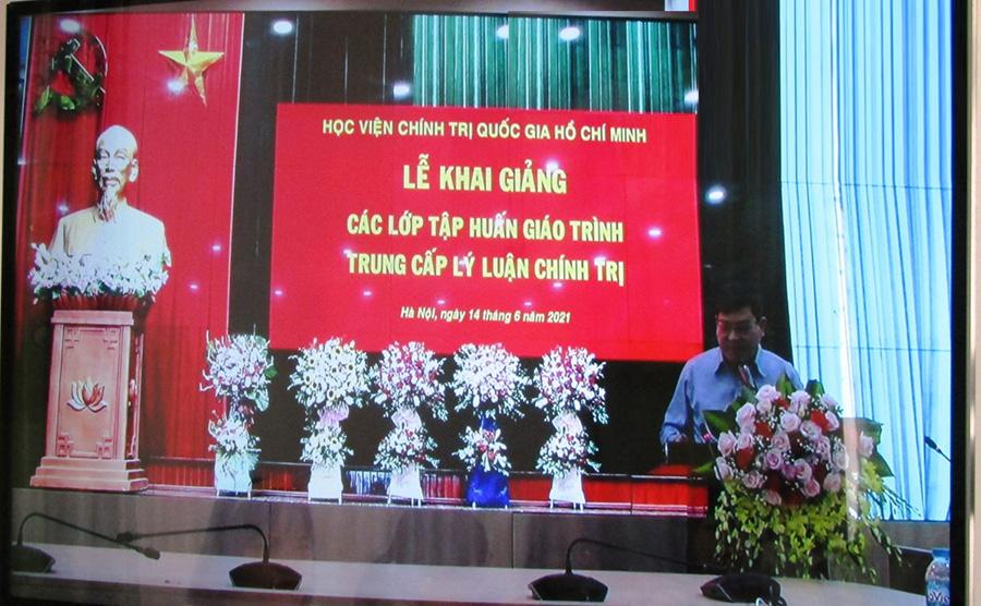 PGS.TS. Nguyễn Duy Bắc, PGĐ Học viện Chính trị quốc gia Hồ Chí Minh phát biểu khai giảng các lớp tập huấn