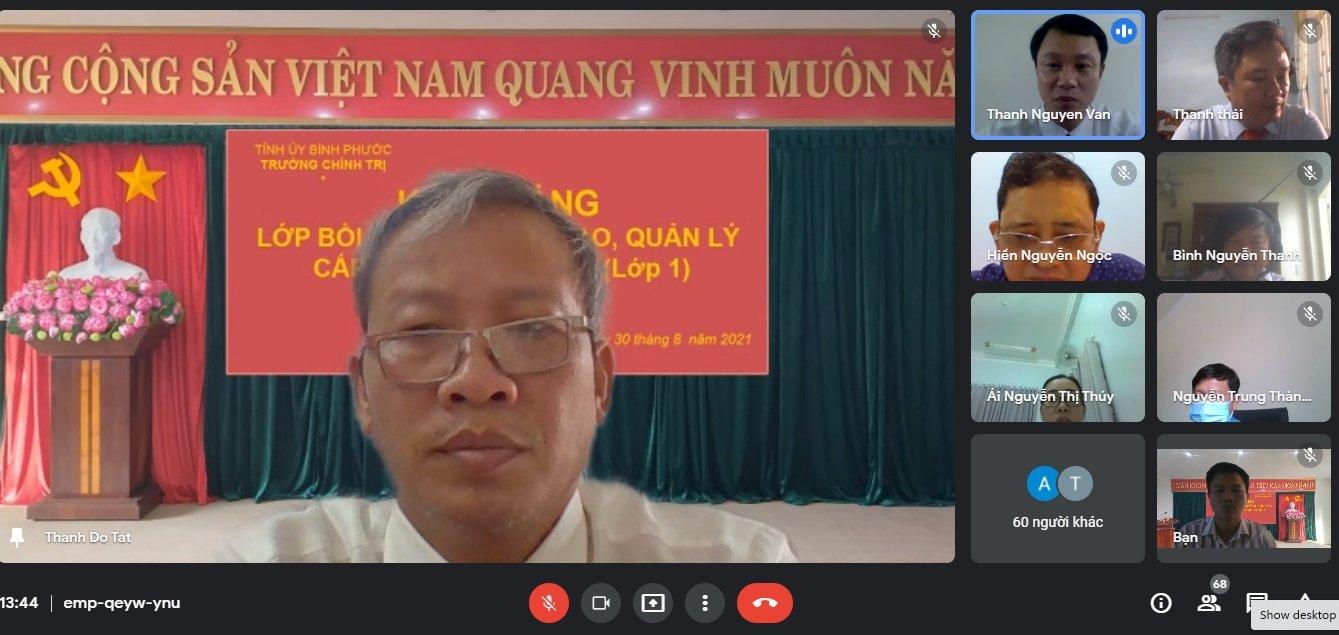Đồng chí Đỗ Tất Thành - Phó Hiệu trưởng phát biểu phát biểu khai giảng lớp học